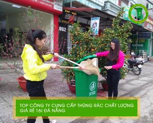 Người dân Hải Châu cùng nhau sử dụng thùng rác nhựa 120L